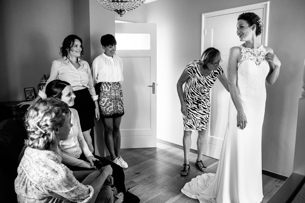 Trouwfoto's voorbereiding bruid