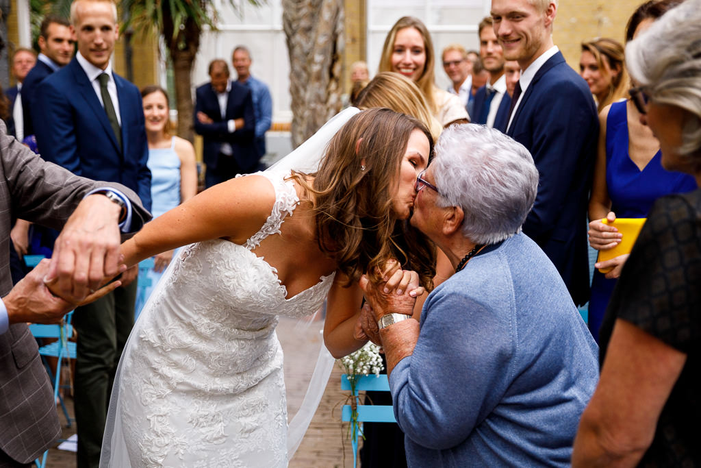 Oma tijdens bruiloft Amsterdam