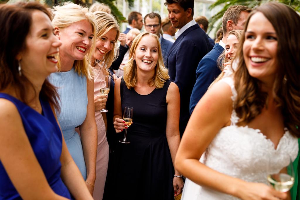 Vriendinnen op bruiloft Amsterdam