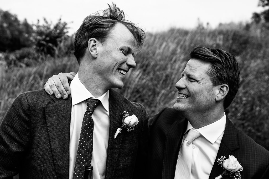 Broers op bruiloft