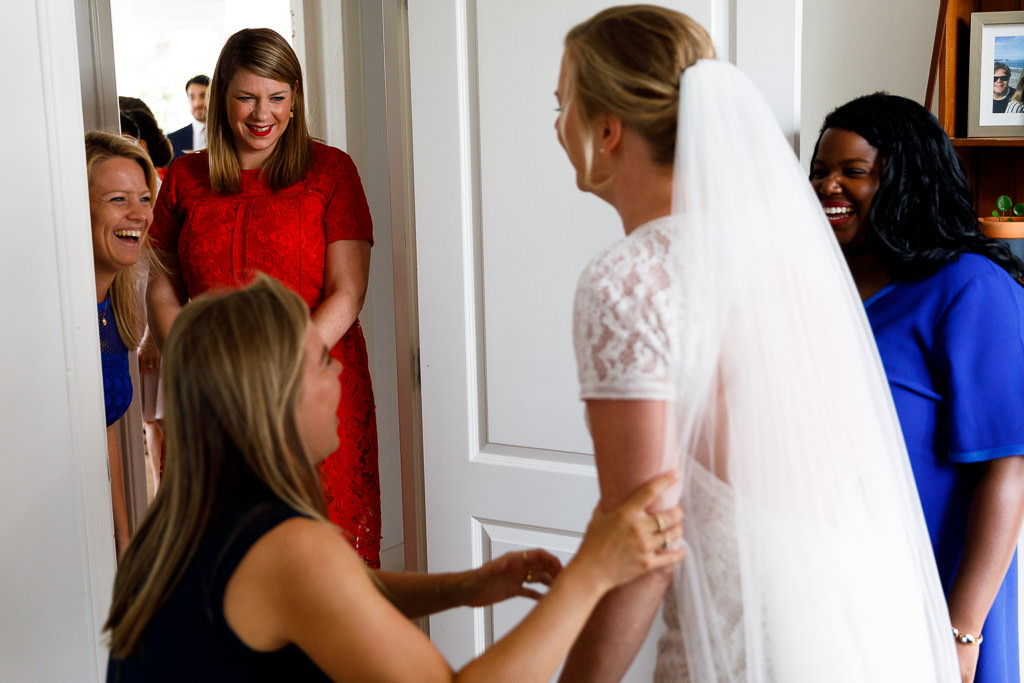 Voorbereiden bruiloft met vriendinnen
