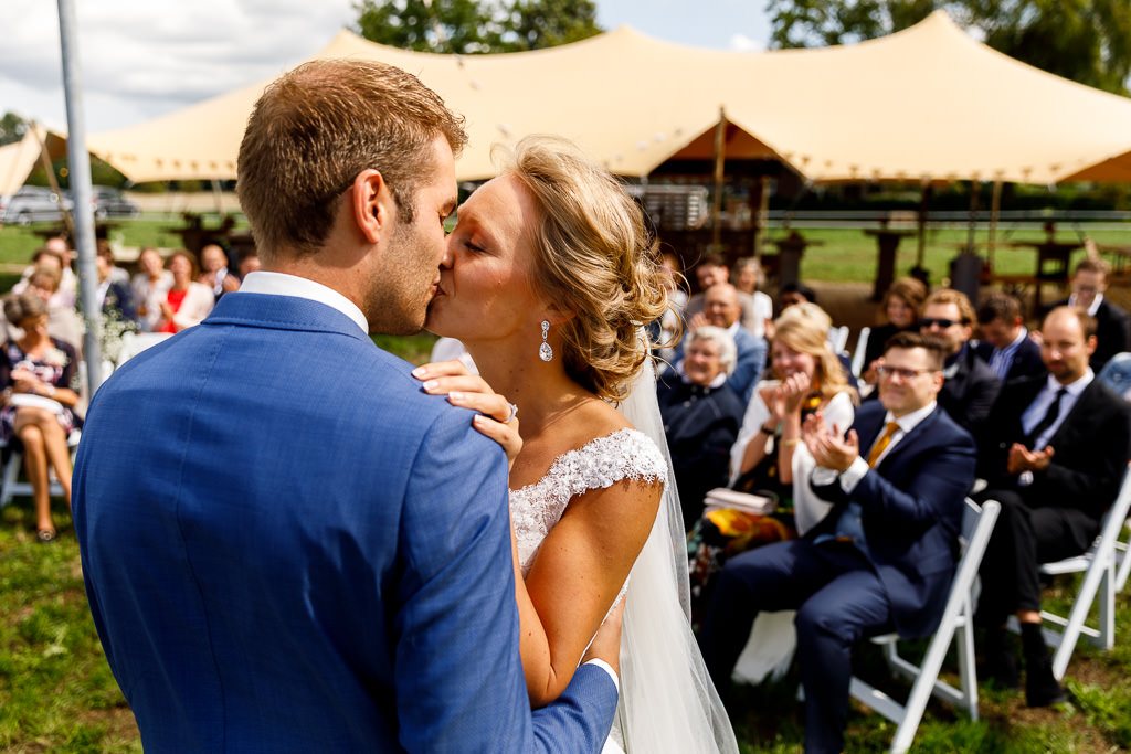 Jawoord bij festival bruiloft